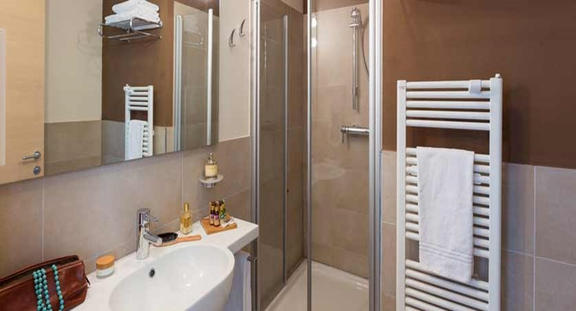 Hotel Acquadolce, Peschiera, Lake Garda, Italy - example of a bathroom.jpg