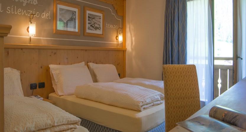 italy_livigno_hotel-lac-salin_triple-bedroom.jpg