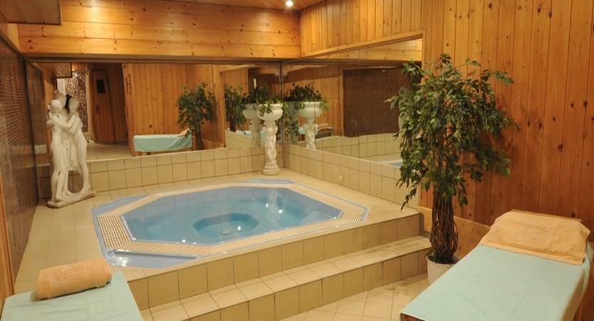 italy_livigno_hotel-intermonti_jacuzzi.jpg