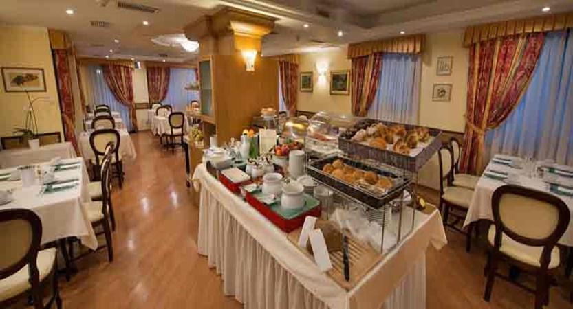 italy_livigno_hotel-st-michael_dining-room.jpg