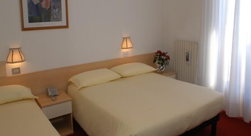 italy_livigno_hotel-alaska_bedroom.jpg