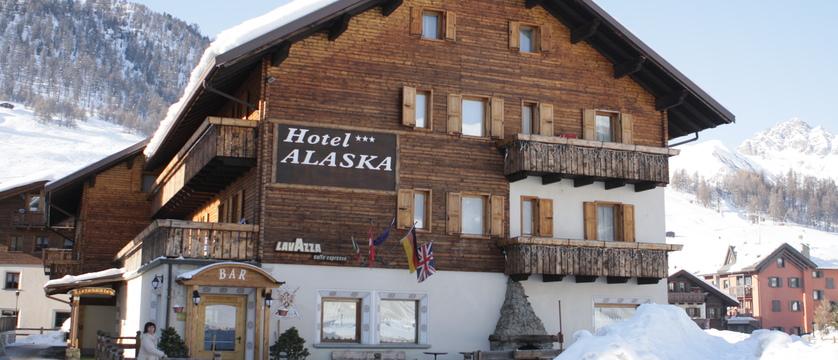 italy_livigno_hotel-alaska_exterior.jpg