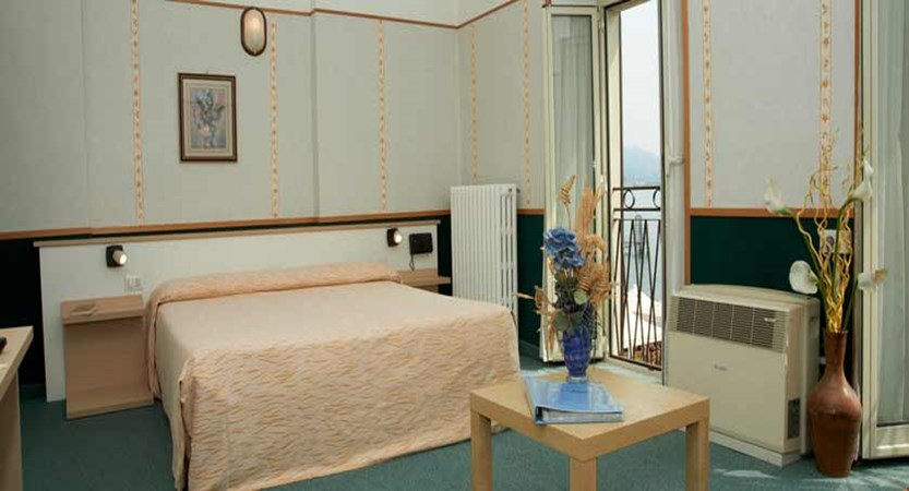 Hotel Eden, Baveno, Lake Maggiore, Italy - bedroom.jpg