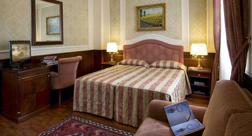 Hotel Simplon, Baveno, Lake Maggiore, Italy - Bedroom.jpg