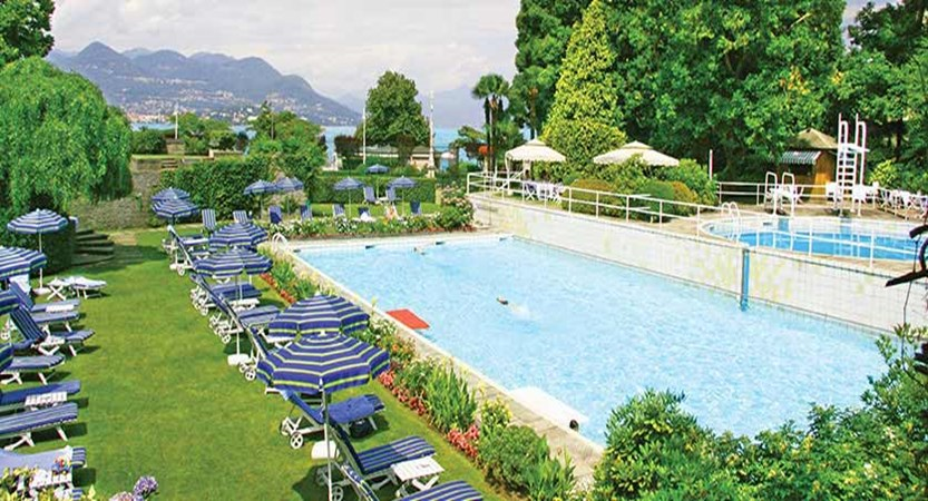 Grand Hotel Des Iles Borromees, Stresa, Lake Maggiore, Italy - outdoor pool.jpg
