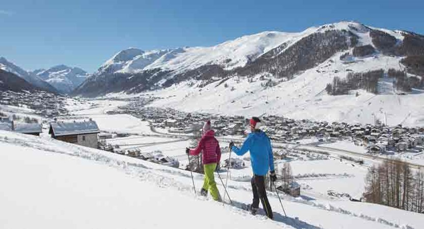italy_livigno_snow-show-walking.jpg