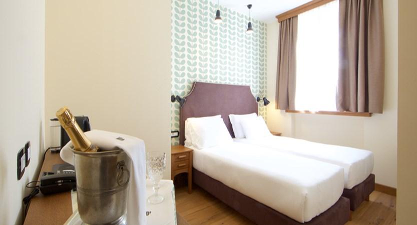 italy_pila-aosta_hotel-duca-d'aosta_bedroom.jpg