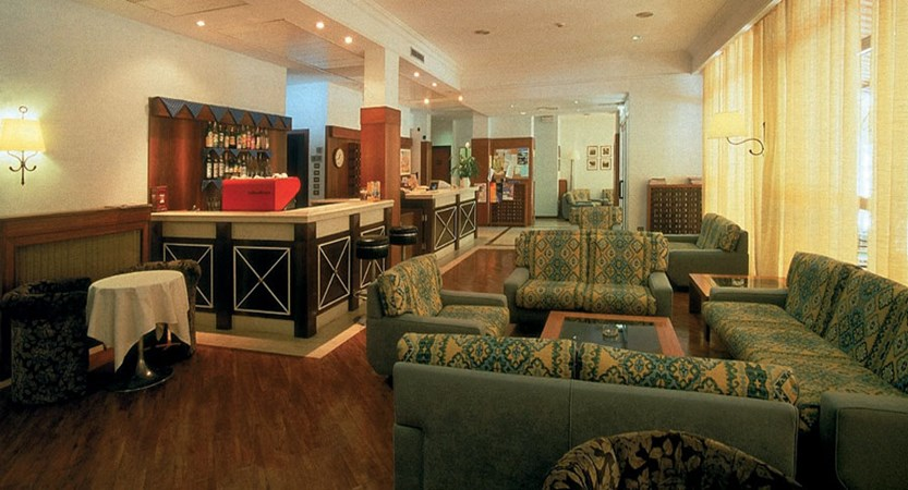 Hotel Lido, Lake Trasimeno, Italy - Bar&Lounge.jpg