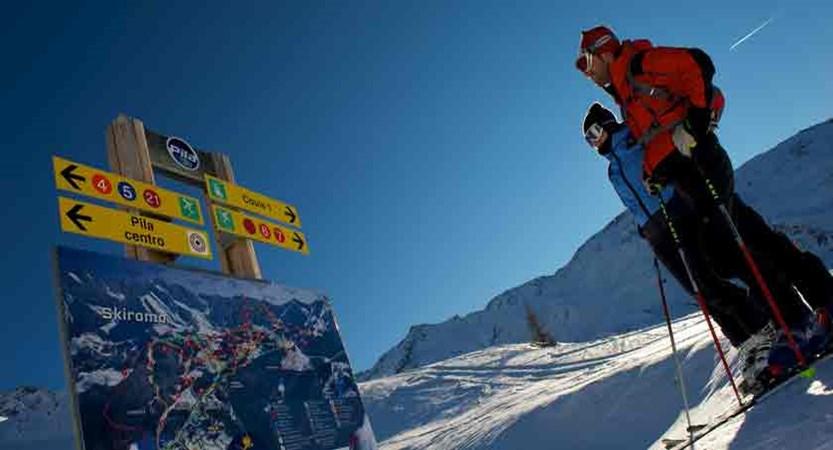 italy_pila_skiers2.jpg