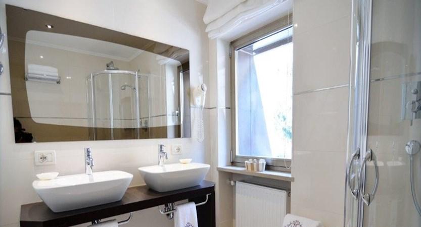Boutique Hotel Pralong, Selva, Italy - Typical en suite bathroom.jpg