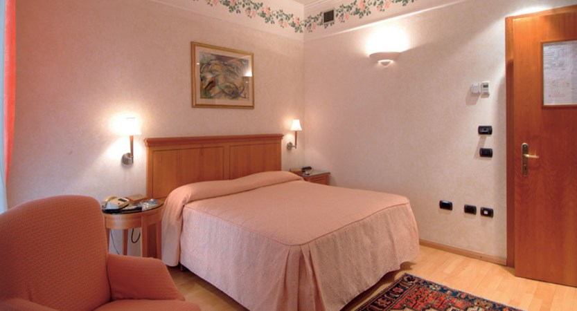 Hotel Firenze, Verona, Italy - double bedroom.jpg