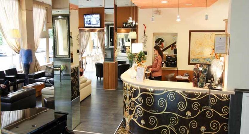 Hotel Italia, Verona, Italy - reception.jpg